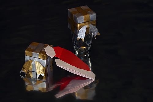 Origami Cap of Santa Claus (Taichiro Hasegawa) and Origami Christmas gift (Toshinori Tanaka)