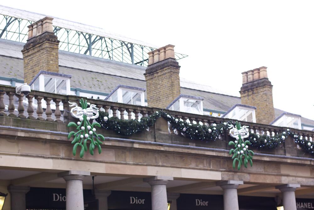mistletoe, mistletoe at covent garden, covent garden mistletoe, Covent Garden at Christmas, covent garden, christmas, london, covent garden market,