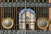 Der Komplex am Eingang mit Portal, Grabkapelle mit Leichenhalle und Gruftenhalle und der »Campo Santo« wurde vor 140 Jahren im Stil der italienischen Frührenaissance errichtet.