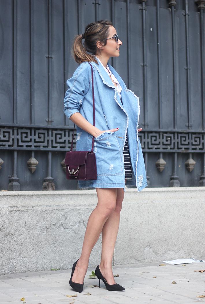Denim Coat Stripes Skirt White Blouse Burgundy Uterqüe Bag Outfit07