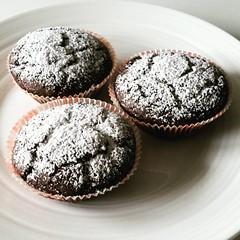 Muffins vegani al cioccolato, burro di noccioline…