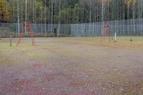 forest fence court suomi finland chainlink tennis skrubu keuruu pni pekkanikrus umpirechair hotellikeurusselkä