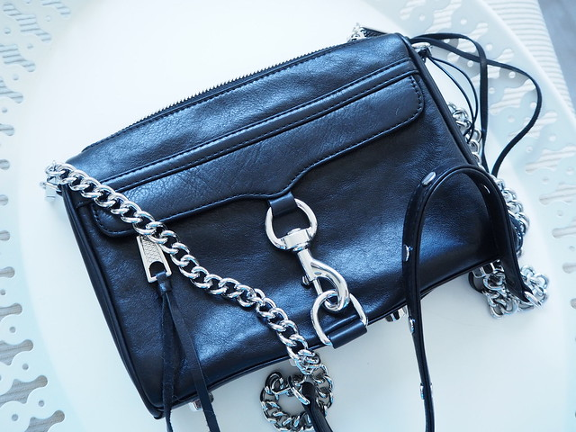 PC113340, bag, laukku, olkalaukku, clutch, rebecca minkoff, mini mac, rebecca minkoff mini mac, boozt.com, shopping, ostokset, musta, black, black bag, musta laukku, nahka, leather, nahka laukku, leather bag, pikku laukku, evening bag, hopea, silver, yksityiskohdat, details, hapsunaru, hopeinen olkaketju, early christmas present, from me to me, aikainen joululahja, itselleni, rebecca minkoff bag,