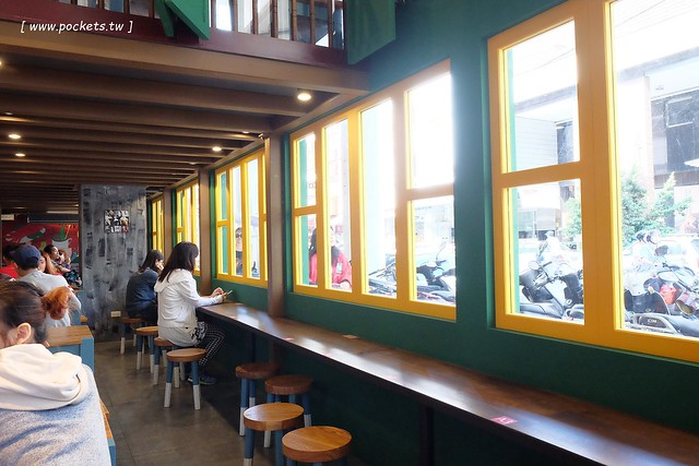 23762717286 e9f0d521e6 z - 【台中北屯】金福氣南洋食堂。超具復古風的南洋料理餐廳,熱壓吐司好吃推薦,環境和服務也令人印象深刻,北屯也有特色南洋料理餐廳囉!