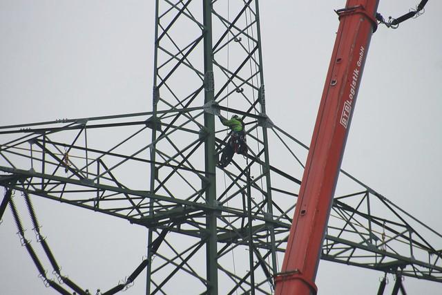 High Voltage Powerline Reconstruction