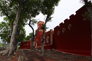 Зображення Fort Christian. red sculpture building fort historic usvi nationalhistoriclandmark