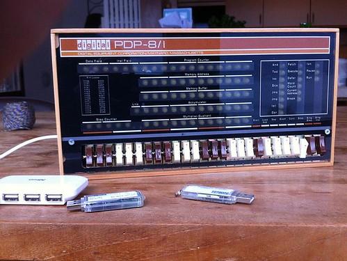 PiDP-8/I - egy modern PDP-8/I replika