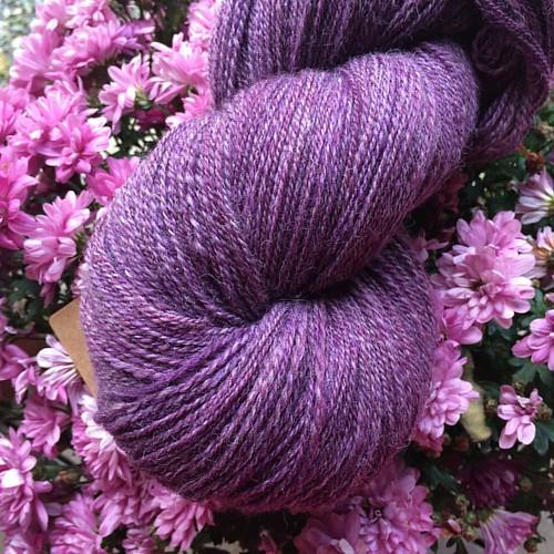 714 meters, 200 grams, 2-ply merino and baby alpaca #spinning #spinnvilt #spinnersofinstagram #jegspinnergarn #alpaca #merino #majacraftrose #trønderrokk #purple #lilla