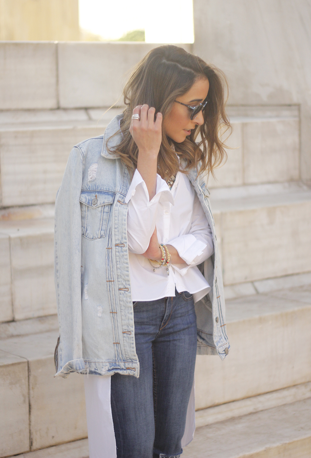 Denim Jacket Jeans White Shirt Black Heels outfit07