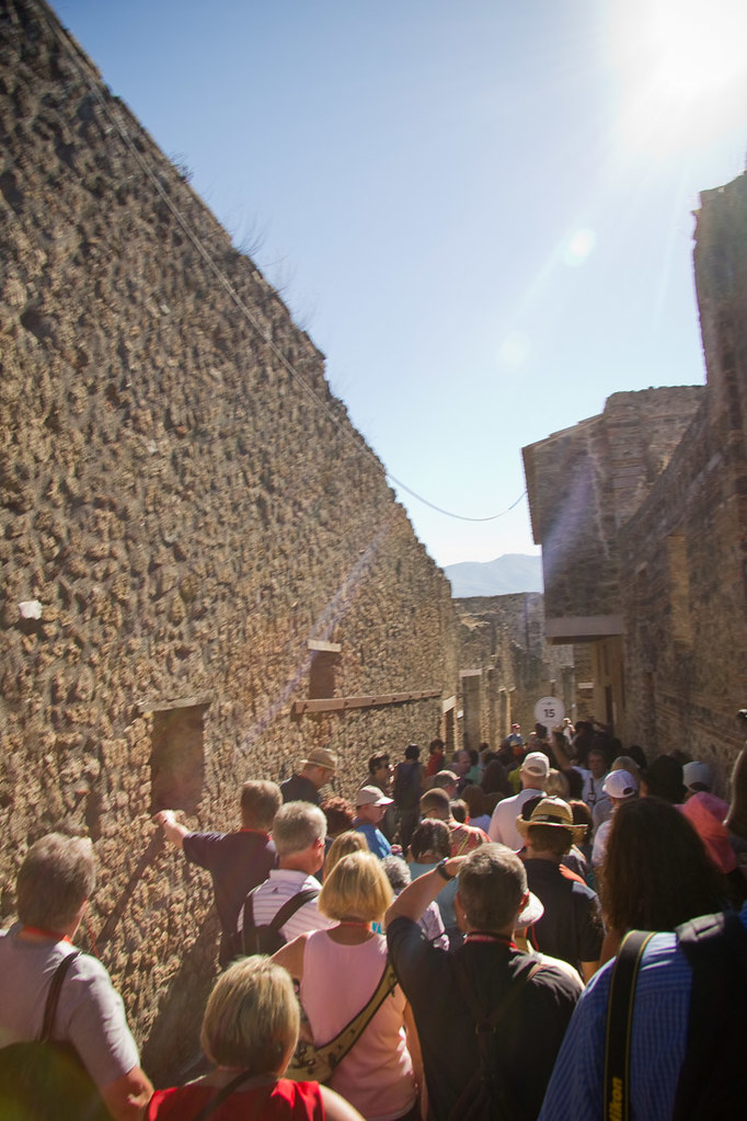 Line outside the ancient Pompei brothel