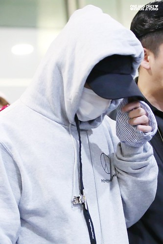 G-Dragon arrival Seoul 2016-10-28 from Hawaii (1)