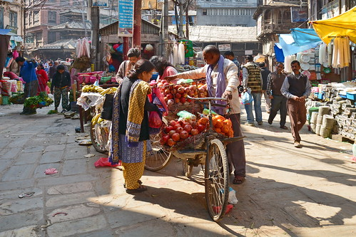 Nepal - Kathmandu - Streetlife With Fruit Seller - 101