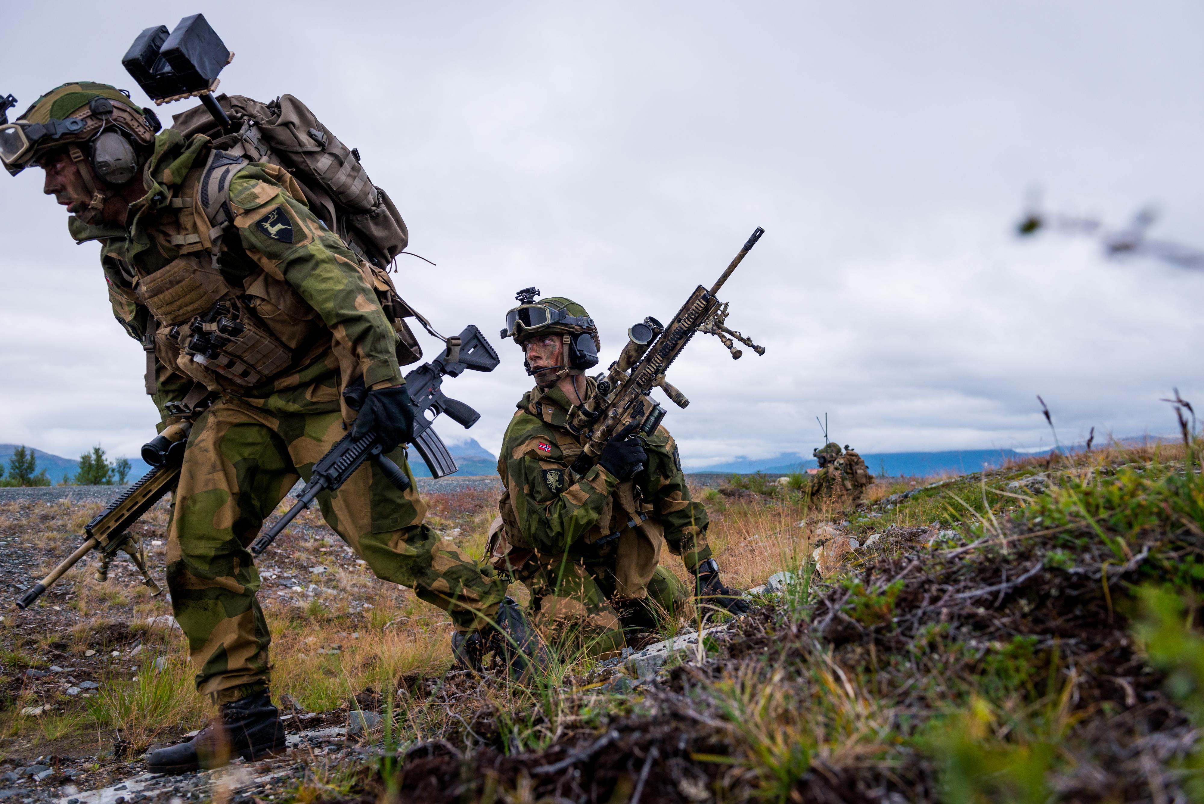Norwegian Army marksmen [4000 x 2670] : MilitaryPorn