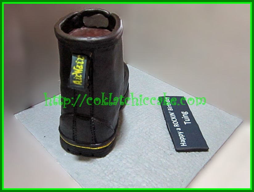 Cake Sepatu dr martens