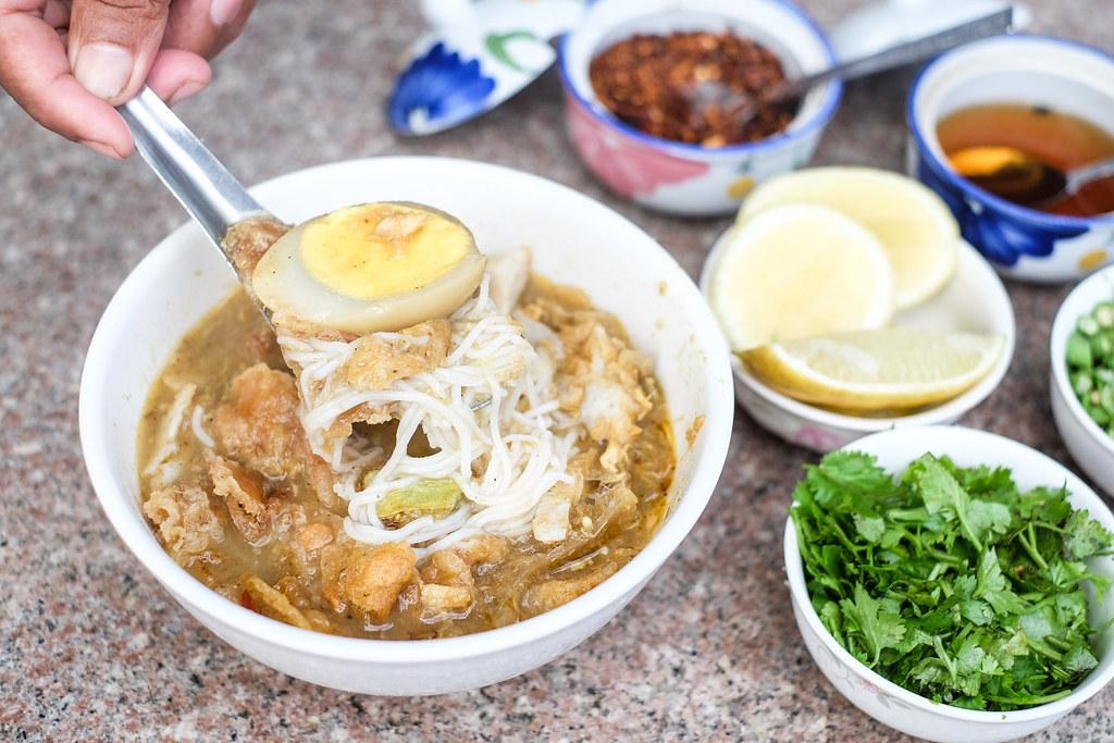 Mandalay Street Food: Saya Gyi's Mohinga