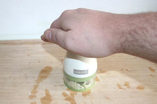 15 - Knoblauch zerkleinern / Mince garlic