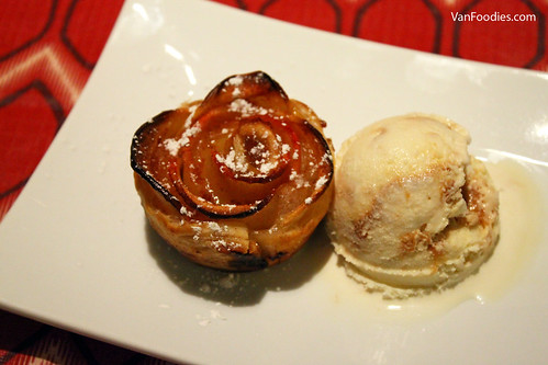Apple Rose with Ice Cream
