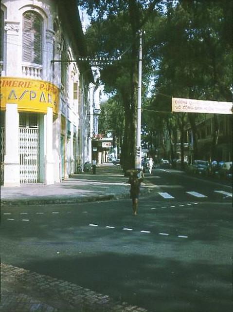 SAIGON 1963 by Jerrell Pickett - Ngã ba Tự Do-Hồ Huấn Nghiệp