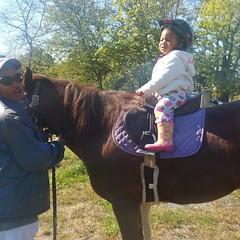 KK & Mamaree pose w/ Wendall #hangingwithmamaree #horses #akaleirenee #kkandmamaree