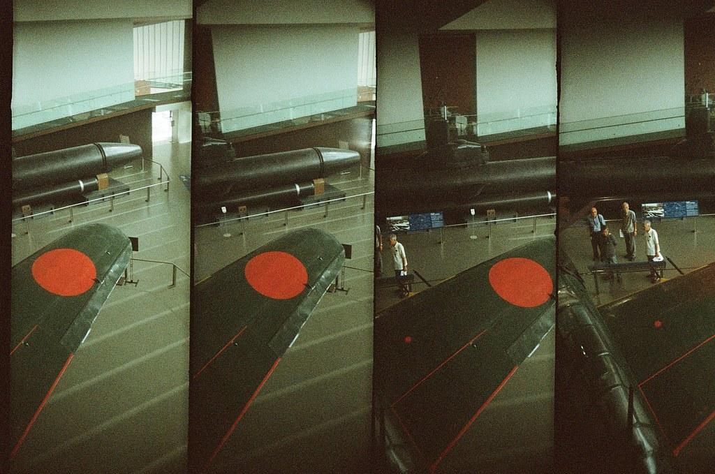 大和博物館 吳 Hiroshima, Japan / Lomo Color ISO800 / SuperSampler Dalek 零式戰機,在大和博物館看到完整的飛機展覽。  一直想到宮崎駿的《風起》,二戰時很厲害的飛機!  SuperSampler Dalek Lomography Color Negative 800 35mm 4897-0008 2016-09-26 Photo by Toomore
