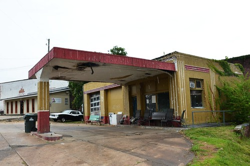 Alabama, Roanoke, (former) Gulf Gas Station
