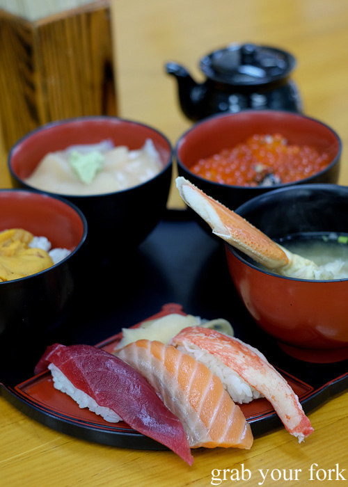 Sushi gozen rice bowl set at Kondounoboru at Nijo Market, Sapporo