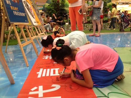 Children pledge not to watch animal performance (1)