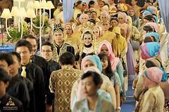 Foto prosesi kirab pengantin Jawa di pernikahan kak @adityarenni & kak @ferian_pz. Wedding di GSP UGM Yogyakarta, 23 Mei 2015. Foto wedding by @poetrafoto, http://wedding.poetrafoto.com :thumbsup::blush::heart_eyes: