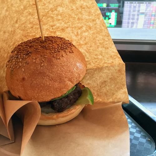 ワカモレバーガー ( guacamole burger )
