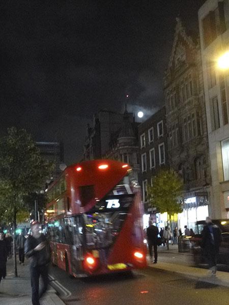 bus et pleine lune