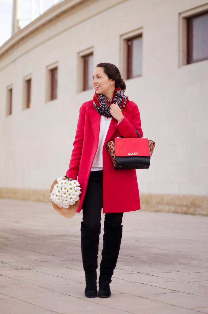 Cómo combinar un abrigo rojo II