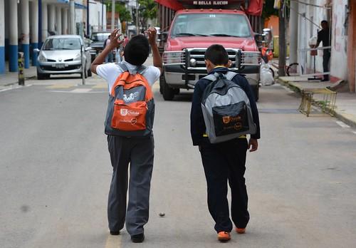 26 Agosto 2015. Ma. del Carmen entrega calzado en Coapan, Tlautla y Tepalcatepec.