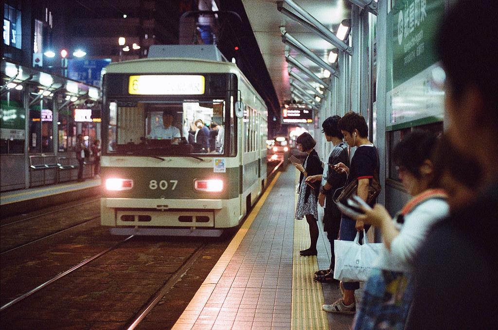 路面電車 紙屋町東 広島 Hiroshima 2015/08/30 等車回去住的地方  Nikon FM2 / 50mm Kodak UltraMax ISO400 Photo by Toomore