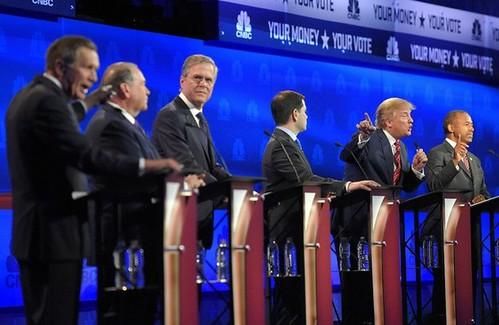 Carson y Trump encabezan sondeos republicanos