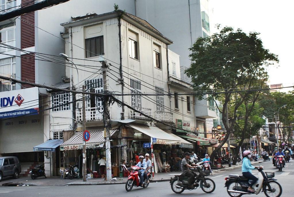 Scène de rue à Saigon dans le quartier chinois.