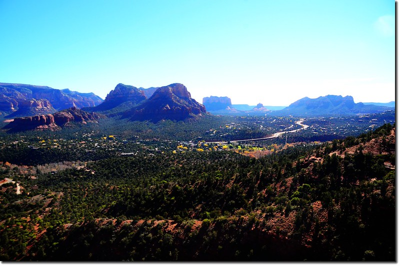 Overlooking southeast onto Cathedral Rock、Bell Rock & Courthouse Butte from the Airport Mesa lower scenic overlook 1