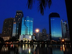 #fullmoon rising over #bangkok :full_moon_with_face: