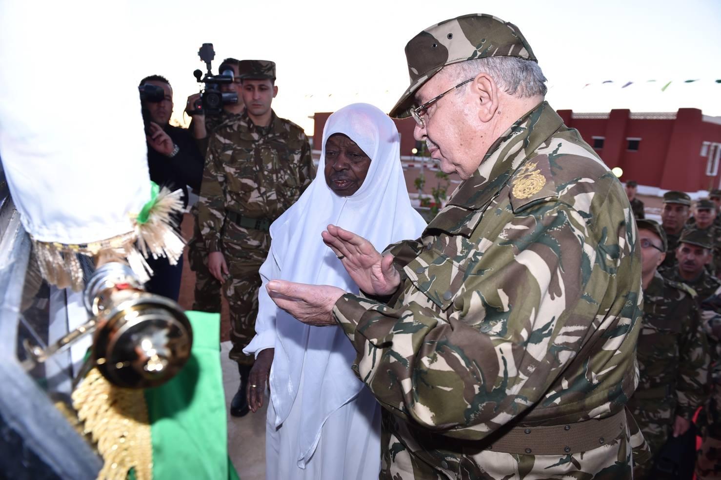 الجزائر : صلاحيات نائب وزير الدفاع الوطني - صفحة 5 30267327654_7fe1a91d4e_o