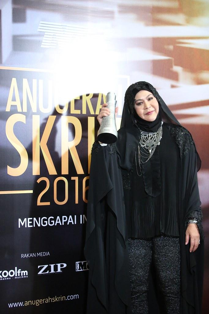 Drama Komedi Terbaik &Amp; Pelakon Komedi Terbaik-Erma Fatima (Mak Cun 2)