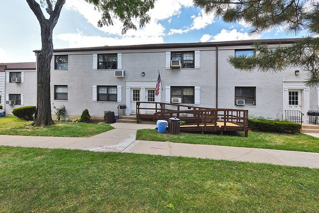 <br /> Open House Sun, 9/6 from 1-4 p.m. <br /> 2BR CO-OP KEW GARDEN HILLS