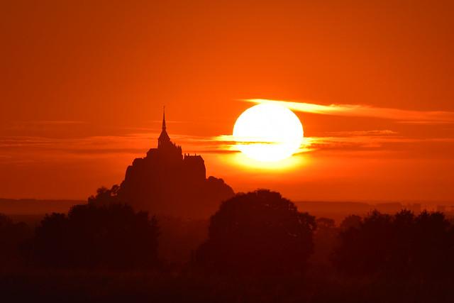 Mont Saint Michel - Golden sunset