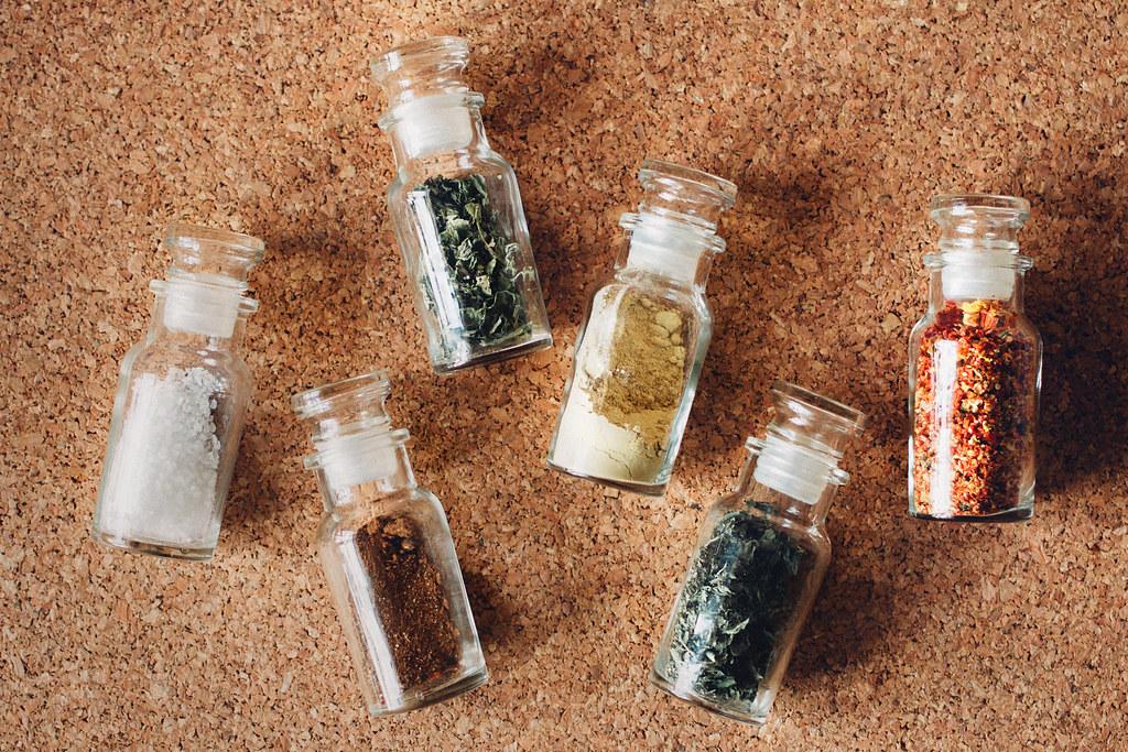 Loppisfyndade kryddburkar av glas | Matildigt