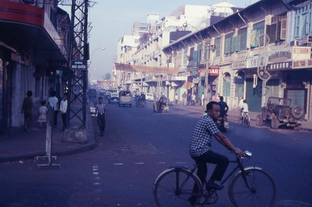Saigon 1966-67 - Dong Khanh Street - Photo by Capt. Ted R. Snediker - Ngã tư Đồng Khánh-Ngô Quyền, Cholon