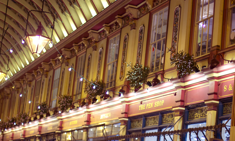 leadenhall market, diagon alley, christmas, christmas leadenhall market, christmas in london, london christmas, london christmas market, victorian covered market, christmas covered market, victorian christmas covered market,