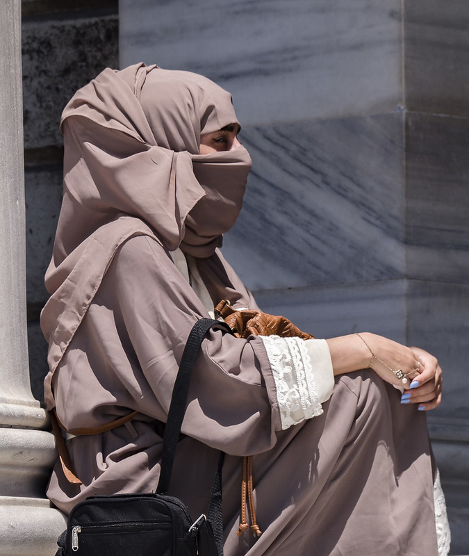 Mujer musulmana en el Palacio de Dolmabahce