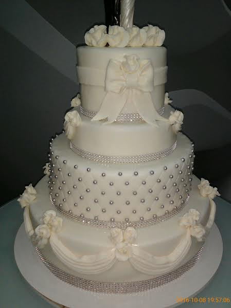 Wedding Cake by Georgianamarcu
