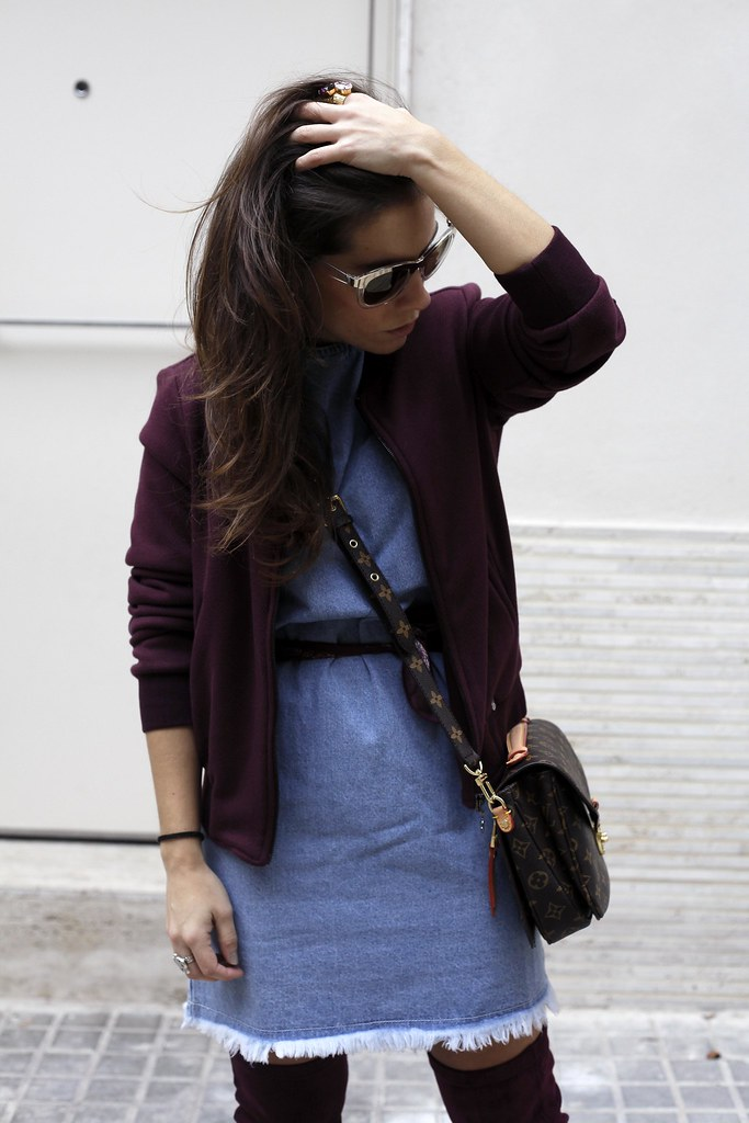 01_how_to_wear_bomber_burgundy_outfit_theguestgirl_streetstyle_barcelona