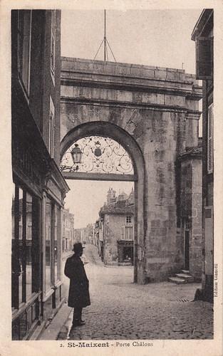 street man france silhouette architecture europe postcard photograph rue cartepostale deuxsèvres cartespostalesanciennes saintmaixentlécole ruechâlons portechâlons