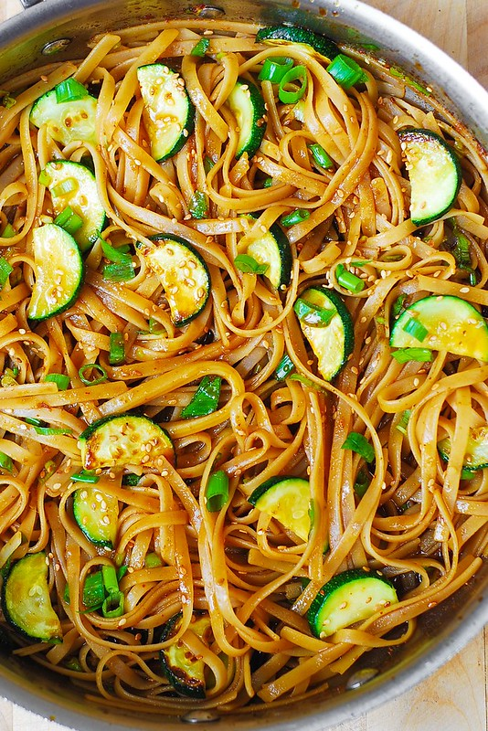 pasta dinner recipes, how to make zucchini noodles, making zucchini noodles