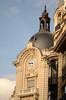 Dôme, lanternon et horloge surmontant un bel immeuble parisien (2)